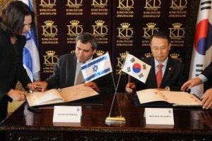 חתימת הסכם בין ישראלים לבין הקוריאנים