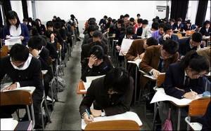 צעירים קוריאנים נבחנים - מבחן של להיות או לחדול
