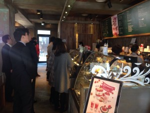 קפה בנה - נסיכת הקפה הקוריאני וגם קפה קטן בשכונת היוקרה בפרברי סיאול