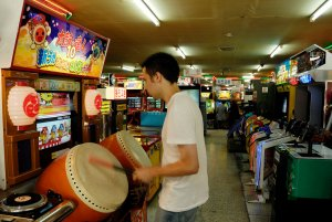 Playing on an arcade machine in an arcade on Insadong-gil, in Jongno-gu, Seoul, South Korea.