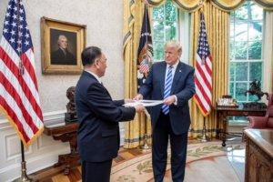 טראמפ וקים יונג צ׳ול מצפון קוריאה